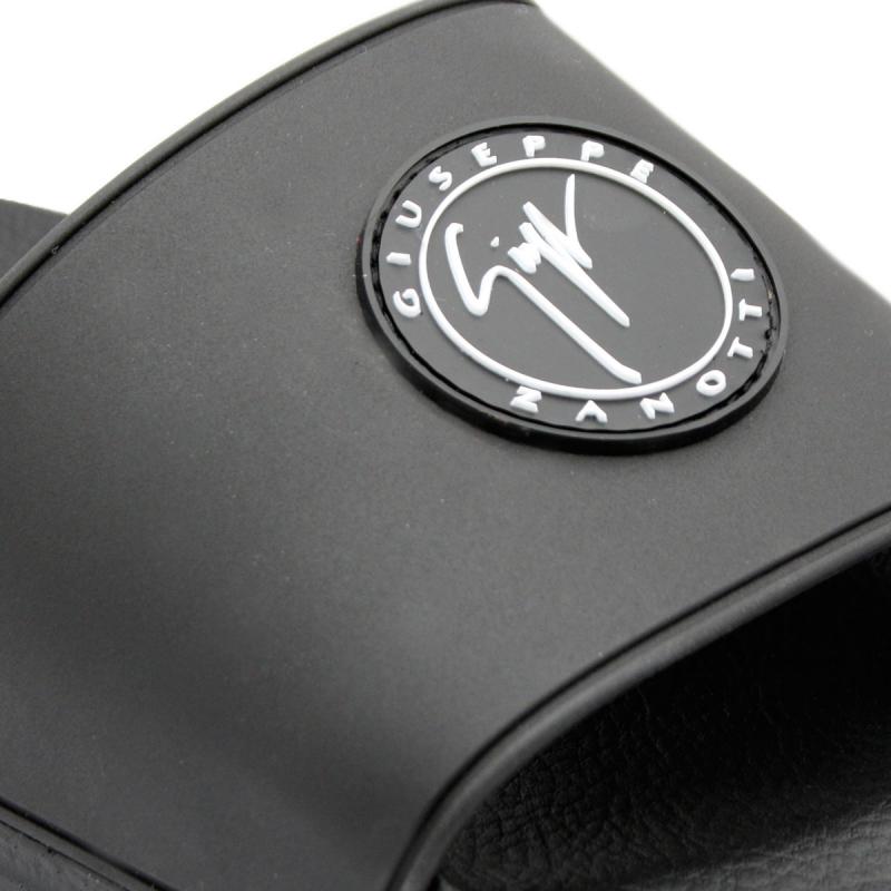 Claquettes noires à logo